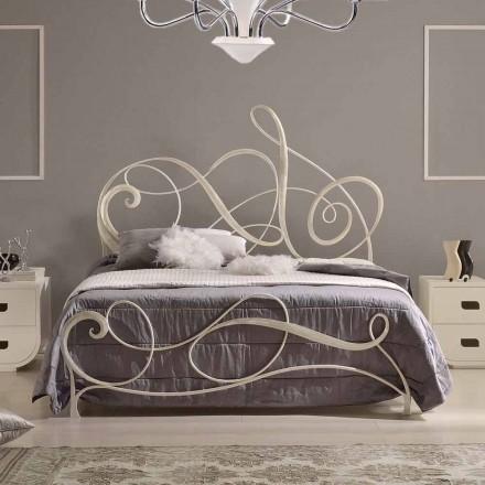 Dubbel bed in smeedijzer met Athena solsleutel decoratie