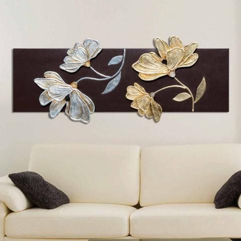 Beeld met bloemen die met de hand in gouden en zilveren Herman-blad worden verfraaid