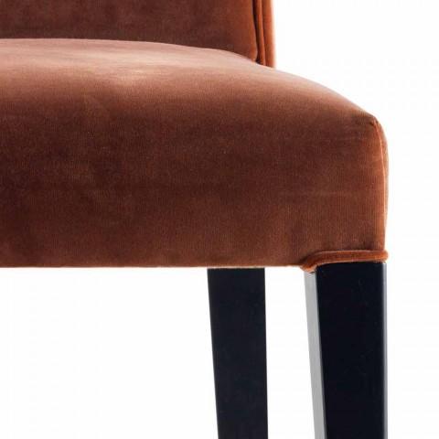 Beklede massief houten woonstoel Grilli Zarafa gemaakt in Italië