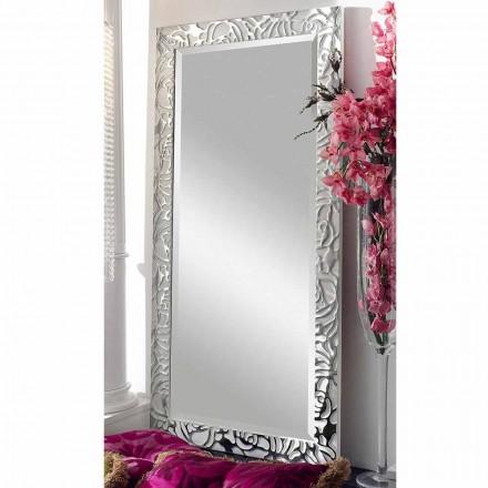 De moderne spiegel van de ontwerp houten muur die in Augustus van Italië wordt gemaakt