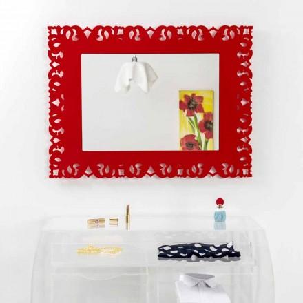 Spiegel rode muur met decoratieve macramé Tonya gemaakt in Italië