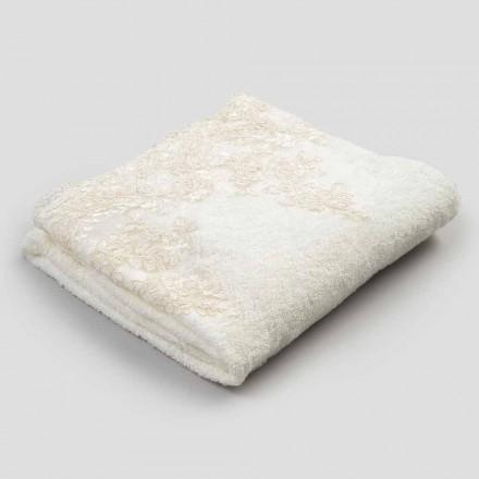 Badhanddoek van katoenen badstof met rand van linnenmix en kant - Ginova
