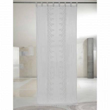Wit en licht linnen gordijn met kant in het midden, elegant ontwerp - Geogeo