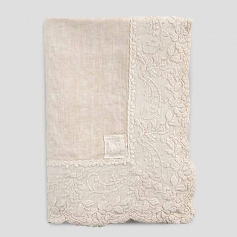 Beige linnen vierkant tafelkleed met handgemaakte luxe bloemblaadjes borduurwerk - Vippel