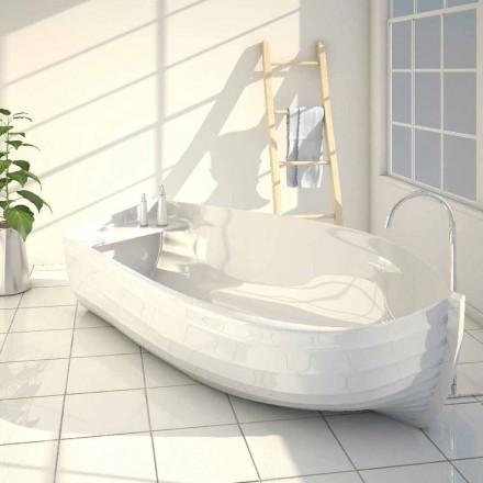 Designbadkuip in de vorm van een oceaanboot gemaakt in Italië